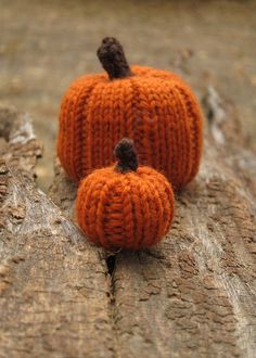 Tiny Knitted Pumpkins Pattern by Tricia@cheeky attitude (size 2 double sided needles, knit in the round)