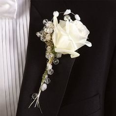 A cute Wedding-Flowers-Boutonnieres