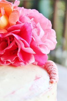 Cakes covered in real flowers are awesome. Naked cakes are super popular at the moment, and with those rustic, cutesy cakes have come flowers – big, small, pastel, bold, spiky, flowing……