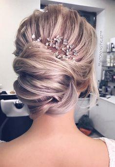 updo coiffure de mariage avec coiffes