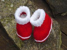 Super süße Babyschuhe - Krabbelschuhe - Puschen - Erstlingsschuhe.    Sohlenlänge: 7,5 cm  Die Wolle ist etwas dehnbar. Passen etwa von ca. 0-3 Mon. -