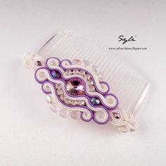 Grzebień sutasz/ Soutache comb Shibori, Jewelry Crafts, Handmade Jewelry, Soutache Earrings, Diy Accessories, Silk Ribbon, Beaded Embroidery, Hair Pins, Headbands