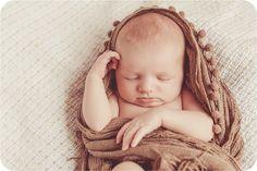 Neugeborene, süsse Baby Fotos, schlafen, träumen, Kinder- & Familien Fotografie,  Newborn Photography, baby posing, newborn posing, baby slip