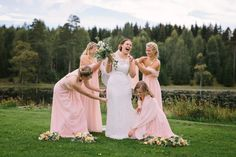 Bridesmaids in pink and happy bride!  Lunde Foto - Norwegian wedding photographer <3 - Pastels and weddings go hand in hand, I love the romantic look.