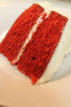 BEST red velvet cake recipe, ever! This red velvet cake is so moist & fluffy. I love red velvet cake, but I don't love everyones Red Velvet Cake Rezept, Easy Red Velvet Cake, Bolo Red Velvet, Southern Red Velvet Cake, Velvet Cupcakes, Red Cake, Food Cakes, Cupcake Cakes, Cake Cookies