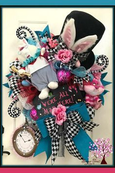 Easter Wreaths, Holiday Wreaths, Holiday Decorations, Spring Wreaths, Summer Wreath, Alice In Wonderland Crafts, Wreath Boxes, Wreath Ideas, Deco Mesh Wreaths