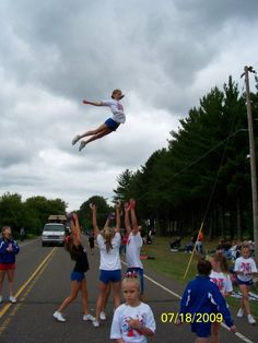 Cheerleading is LIFE<3.... well used to be!!!