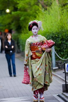 Ayano of Pontocho by ONIHIDE on Flickr. S)