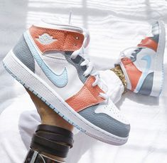 Dr Shoes, Cute Nike Shoes, Swag Shoes, Cute Nikes, Cute Sneakers, Hype Shoes, Shoes Sneakers, Jordan Sneakers, Cool Womens Sneakers