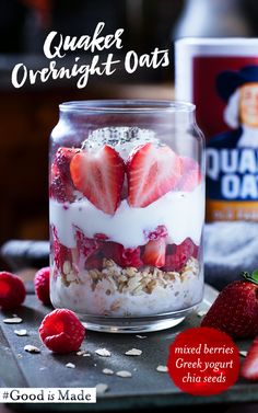 A berry delicious breakfast that will greet you in the morning? Overnight oats are a hearty on-the-go customizable breakfast that you can make the night before. Just add Quaker? oats and milk to the jar of your choice top with your favorite ingredie Breakfast Desayunos, Breakfast Options, Breakfast Recipes, Mexican Breakfast, Breakfast Sandwiches, Breakfast Cookies, Overnight Oatmeal, Strawberry Overnight Oats, Overnight Oats With Yogurt