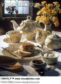 English tea scene, raisin scones, jam and clotted cream love the tea set Scones And Jam, Raisin Scones, Chocolate Pots, Chocolate Coffee, English Tea Time, Vegan Teas, Cream Tea, Clotted Cream, Fun Cup