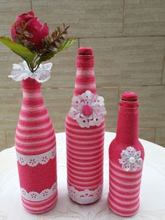 Decorative Glass Bottles - Good for Home and The Environment - Life ideas Wine Bottle Art, Painted Wine Bottles, Diy Bottle, Glass Bottle Crafts, Glass Bottles, Craft Stick Crafts, Diy And Crafts, Bottle Centerpieces, Bottle Painting