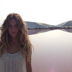 Chelsea Schuchman shooting in pink salt water in Arles, france. Chelsea C, Messy Braids, Coarse Hair, Long Layered Hair, Vegan Beauty, Salt And Water, Messy Hairstyles, Fine Hair, Hippie Style