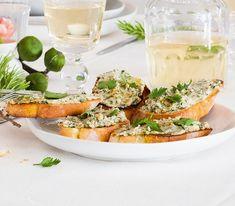 Ein toskanischer Abend ohne Crostini ist einfach undenkbar. Klassisch gibt es sie mit Hühnerleber und/oder Milzcreme oder mit einer würzigen Olivenpaste.