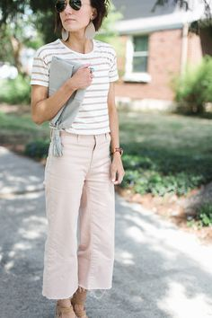 Cropped, wide legged pants have been showing up here and there this season and although they might feel a little risky at first- they are definitely a trend that is here to stay. Today I've got a few tips for how to wear this Spring trend.
