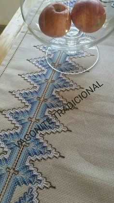 Swedish Embroidery, Swedish Weaving, Bargello, Projects To Try, Home Decor, Cowl, Bag Packaging, Embroidered Towels, Crochet Stitches