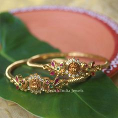 Gold Ring Designs, Gold Bangles Design, Gold Jewellery Design, Gold Jewelry, Gold Necklace, Plain Gold Bangles, Solid Gold Bangle, Indian Bridal Jewelry Sets, Gold Set