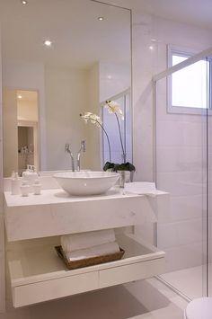 """O apê não terá um lavabo propriamente dito. Será um banheiro para a suíte de casal e outro """"social"""".Minha idéia é deixar este banheiro soci..."""