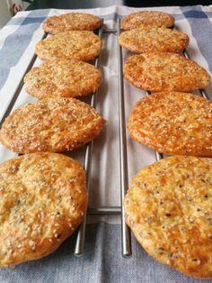 Tjockkockens Ostplättar | Tjockkocken Low Carb Bread, Keto Bread, Breakfast Recipes, Snack Recipes, Cooking Recipes, Lchf, 300 Calorie Lunches, Low Carb Recipes, Healthy Recipes