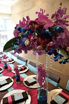 lovely centerpieces ♥. Alexa no idea why but this struck me as you!! Even has blue HAHA