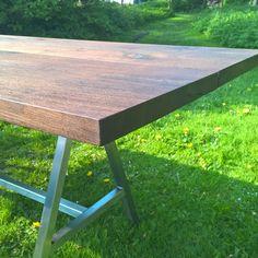 Eksklusivt Plankebord med elegant bordstel i stål