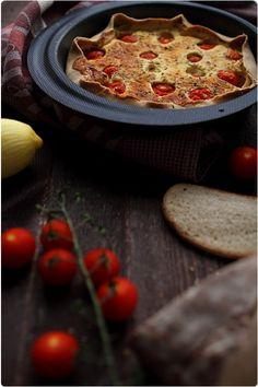Quiche au brebis frais, dés de poulet, tomates cerises et estragon