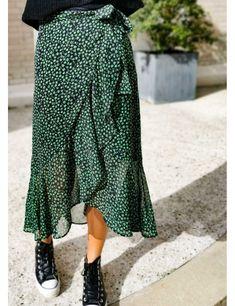 Diy Fashion No Sew, Fashion Sewing, Skirt Patterns Sewing, Clothing Patterns, Skirt Sewing, Diy Shirt, Ruffle Skirt, Diy Clothes, Fashion Outfits