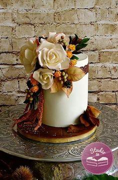 Autumn wedding cake by Studio53 - http://cakesdecor.com/cakes/260309-autumn-wedding-cake