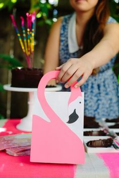 Flamingo Favor Bag DIY Wouldn't this be a cute bag for an Alice in Wonderland theme party! or a Florida one , or...