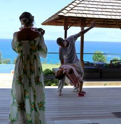 Beyoncé in Hawaii! <3 Aww Blue Ivy and Jay having a little father-daughter dance lmao