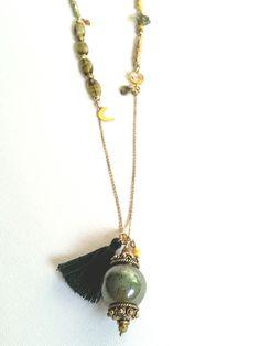 """Todeezz """"Bohemian"""" lange ketting - Designed by Todeezz Jewels Bohemian lange ketting, prachtige mosagaat hanger en kwastje.  Deze handgemaakte hippe gold filled ketting is bewerkt met geslepen half edelsteentjes."""