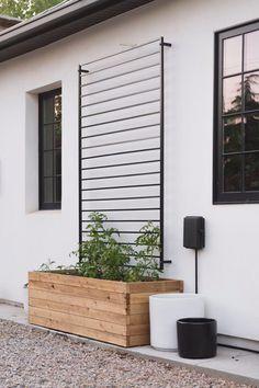 Backyard Projects, Backyard Patio, Backyard Landscaping, Patio Fence, Planters On Fence, Planter Box With Trellis, Modern Planters, Diy Projects, Wall Trellis