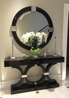 6 Luxury Entryway decoration ideas from interior design experts Insplosion. Read more here and turn your new foyer into a luxury entryway! Console Table Decorating, Entrance Decor, Decor, Home Decor Furniture, Interior Decorating, Interior, Entryway Decor, Home Decor, Furniture Decor