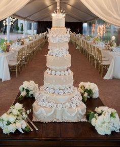 big wedding cakes Top 20 Most Amazing Wedding Cakes of 2013 Brown Wedding Cakes, Amazing Wedding Cakes, Elegant Wedding Cakes, Wedding Cake Designs, Wedding Ideas, Amazing Cakes, Cake Wedding, Wedding Tables, Ivory Wedding