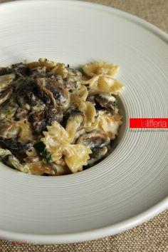 Pasta con crema di funghi champignon