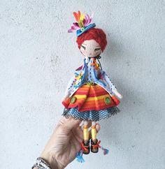 Вот такая ладненькая получилась Хотя ростом довольно высокая вышла! Целых 25 см без шляпки! Шляпка, 2 подъюбника(черный и голубой), юбка, рубашка и жакет снимаются! #кукуколка  Кукла продана.