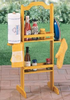 Portable Outdoor Wooden Barbeque Condiment Caddy - How handy! Portable Picnic Table, Bbq Supplies, Outdoor Projects, Pallet Projects, Furniture Projects, Furniture Plans, Diy Furniture, Diy Projects, Outdoor Furniture