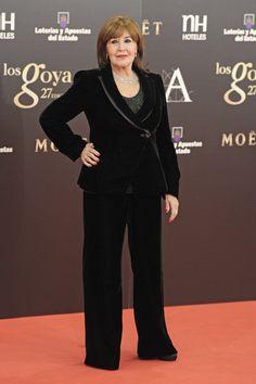 Todas las imágenes de alfombra roja y celebrities de los Premios Goya 2013: Concha Velasco de Armani - •Ángela de Gran Hotel.