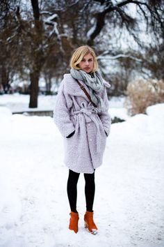 Oversized sweater + leggings + Swedish Hasbeens