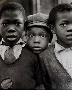 Harlem Children, New York, Ruth Bernhard. The look in their eyes. Vaguely interested, a little concerned. American Women, American Photo, African American History, Vintage Children Photos, Vintage Photos, Fotojournalismus, Harlem New York, Harlem Nyc, Vintage Black Glamour