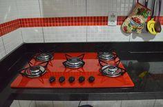 Faixa e cooktop vermelho