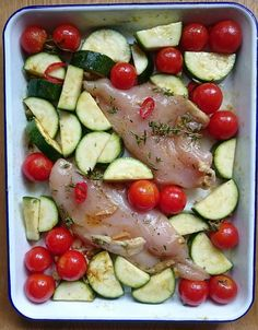 I love making dishes in the oven. Sit on a plate. It is a very simple way to prepare a full meal without too s. Quick Recipes, Summer Recipes, Healthy Recipes, French Food, Tasty Dishes, Vegetable Recipes, Bon Appetit, Food Inspiration, Zucchini