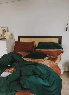 Emerald Green Bedrooms, Bedroom Green, Bedroom Bed, Bedroom Decor, Velvet Bedroom, Emerald Bedroom, Bedroom Ideas, Bed Duvet Covers, Duvet Cover Sizes