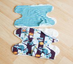 Ein kostenloses Schnittmuster mit Fotoanleitung für einen Sabberschutz für die Babytrage. Prima geeignet für Nähanfänger und ein tolles Mitbringsel.