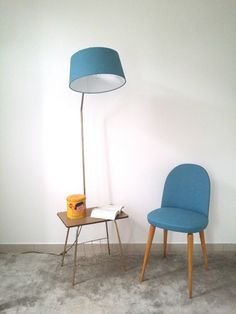 Magnifique lampe vintage qui s'offre une nouvelle jeunesse! Abat-jour à motifs japonais bleu neuf. Electricité neuve. La tablette est recouverte d'un vinyle adhésif. La têt - 12118425 Decoration, Lighting, Jeunesse, Furniture, Design, Home Decor, Fiat, Biscuit, Bleu