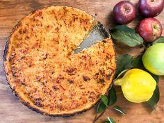 Mandelmanns äppelpaj med mördegsskal och en fyllning på rivna äpplen blir så saftig och riktigt god. Bjud gärna med vaniljsås. Mängden socker går att justera efter hur syrliga eller söta äpplen du har i. Fika, No Bake Desserts, Macaroni And Cheese, Bakery, Food And Drink, Ethnic Recipes, Pai, Sweets, Mac And Cheese