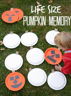 Halloween games for kids! 26 simple & funny party games Halloween Games for Kids! 26 Easy & Fun Party Games Halloween Games for Kids! 26 Easy & Fun Party Games - Word To Your Mother Sara Grillet - Diy Halloween Party, Classroom Halloween Party, Fun Party Games, Halloween Games For Kids, Halloween Tags, Halloween Birthday, Golf Halloween, Halloween Carnival Games, Holloween Games