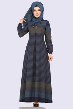 Modaselvim ELBİSE A Pileli Tesettür Elbise BGZ2028 Laci Islamic Fashion, Muslim Fashion, Stylish Dresses For Girls, Casual Dresses, Abaya Fashion, Fashion Dresses, Modele Hijab, Hijab Fashionista, Muslim Dress