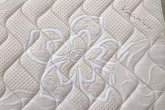 Mod. SUN: Rivestimento Kashmira Questo tessuto è fatto con il Cashmere, simbolo di eleganza e nobiltà. L'elegante tessuto Kashmira aggiungerà valore al vostro materasso, la scelta di mischiare filati di viscosa e Cashmere darà un tocco esotico e confortevole al vostro riposo. La struttura a spirale di Kashmira è unica ed aiuta a controllare la temperatura al livello richiesto regolando il calore corporeo.
