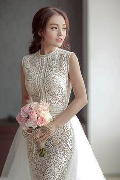 Váy ren của Linh Phi ngọt ngào